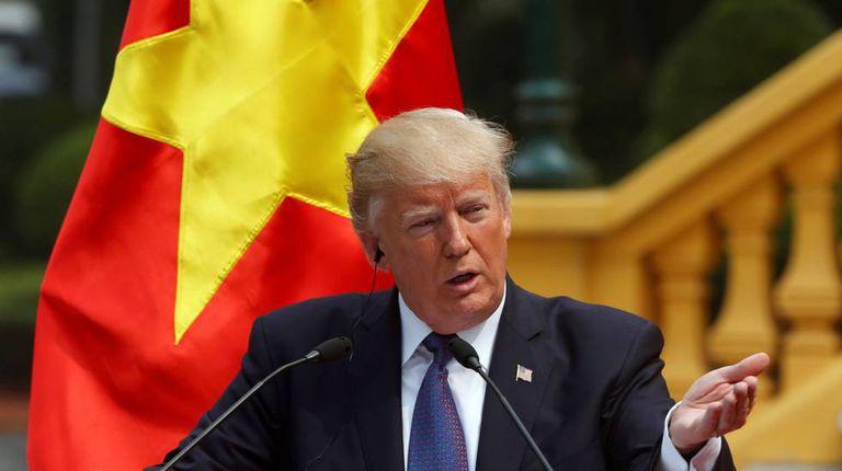 Trump no palácio presidencial de Hanói, Vietnã