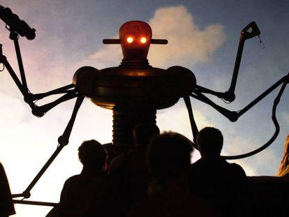 Robô armado, em exposição em Hanover