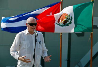 O ministro do Comércio Exterior de Cuba, Rodrigo Marmierca, fala durante a chegada de um navio com ajuda humanitária do México na sexta-feira. Em vídeo, a chegada e distribuição do apoio internacional em Havana.