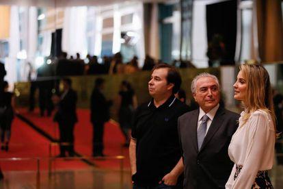 Maia, Temer e Marcela em recepção a deputados no Alvorada.