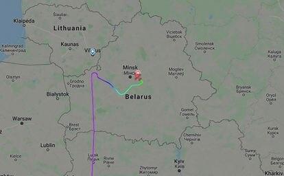 Trajetória do voo da Ryanair 4978, que voava de Atenas a Vilnius e que foi desviado para Minsk no domingo.