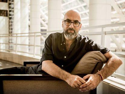 O escritor Valter Hugo Mãe.