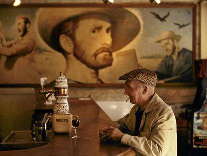 Mural a partir do filme 'Sede de viver', de Vincent Minelli, em um bar de Auvers-sur-Oise (França).