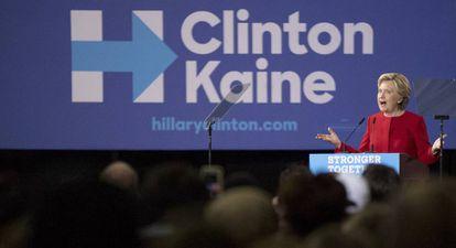 Hillary Clinton faz um comício em Kent, Ohio.