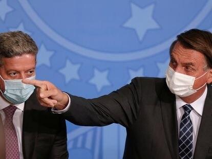 O presidente Jair Bolsonaro (direita) e o presidente da Câmara, Arthur Lira, em cerimônia de lançamento Plano Safra 2020/2021 nesta terça, em Brasília.