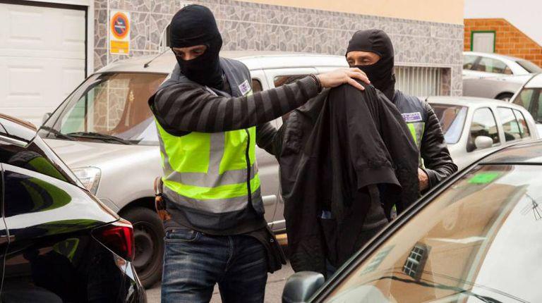 A Polícia Nacional leva um dos presos em maio em Granadilla de Abona.