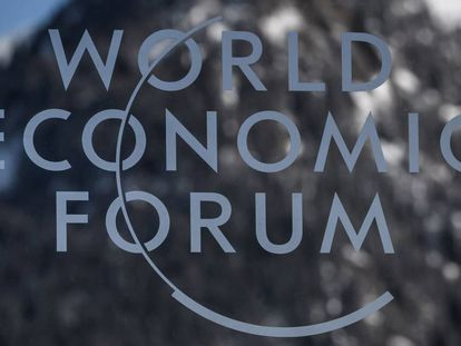 Logotipo do Fórum Econômico Mundial em Davos.