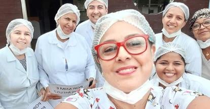 A enfermeira Carla Mileni Siqueira dos Santos (de óculos vermelho), 49, com parte de sua equipe, em uma foto de arquivo.