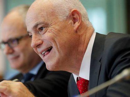 Jose Manuel Campa, presidente da Autoridade Bancária Europeia, no Parlamento europeu. EPA/OLIVIER HOSLET