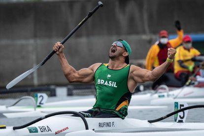 Fernando Rufino de Paulo celebra seu ouro.
