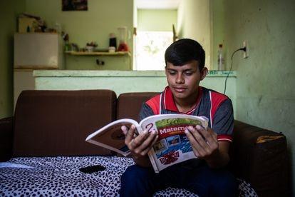 O estudante Felipe Rodriges dos Santos, 16 anos, que cursa o 2º Ano do ensino médio na Escola Estadual Gilberto Mestrinho, em Manaus.