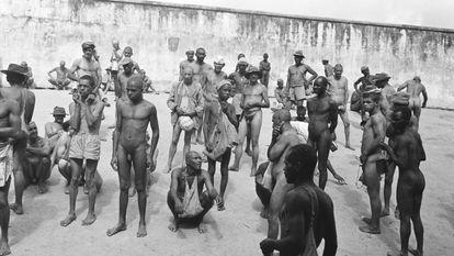 Internos do manicômio Colônia em uma fotografia de 1959
