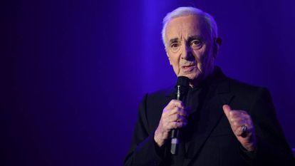 Aznavour em um show em 2017.