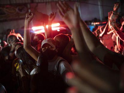 A favela do Jacarezinho é considerada uma importante base do Comando Vermelho, a principal e mais poderosa facção do Rio de Janeiro.