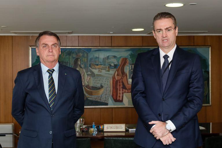Bolsonaro com o recém-nomeado chefe da Polícia Federal, Rolando Alexandre de Souza.