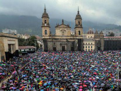 O país se une à onda continental com protestos de futuro incerto que são a culminação de muitas demandas acumuladas e canalizadas na figura de Iván Duque