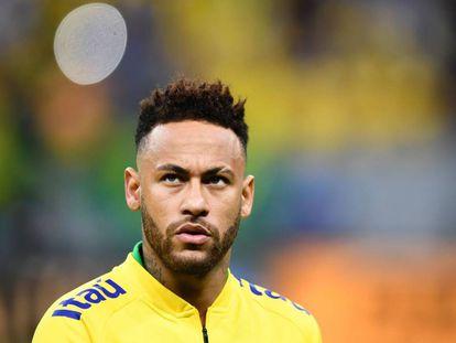 Neymar durante aquecimento do amistoso contra o Catar.