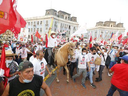 O candidato presidencial do Peru Livre, Pedro Castillo, em um comício de campanha em 8 de abril.