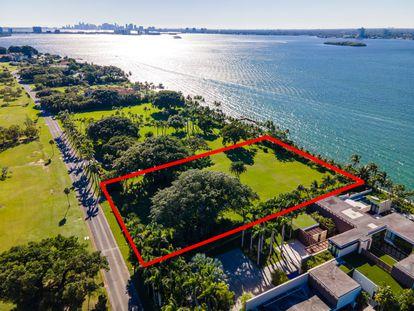 O lote (assinalado em vermelho) que Ivanka Trump e Jared Kushner compraram em Indian Creek, Miami.