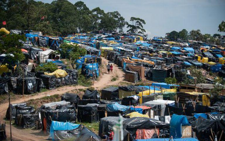 Famílias sem moradia ocupam um terreno batizado de Nova Palestina, na zona sul de São Paulo, em janeiro de 2014.