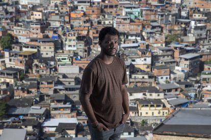 Rene Silva no Complexo do Alemão.