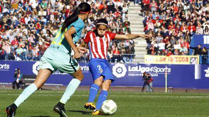 Kenti, em jogo contra o Barcelona.