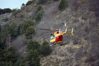 Serviços de socorro só podem chegar de helicóptero aos destroços.