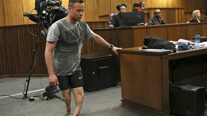 Pistorius retira as próteses e mostra sua vulnerabilidade