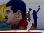 Un mural de Nicolás Maduro en una calle de  la ciudad de Guacara, en el norte del Venezuela, el pasado 2 de diciembre