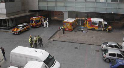 Foto das unidades de emergência em um pátio do EL PAÍS.