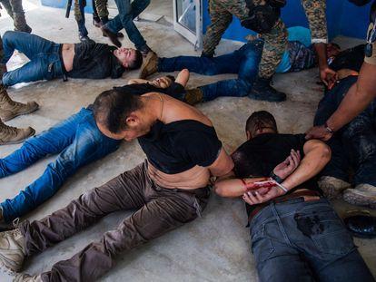 A polícia detém grupo de suspeitos de participação no assassinato do presidente haitiano Jovenel Moise, em Porto Príncipe (Haiti).
