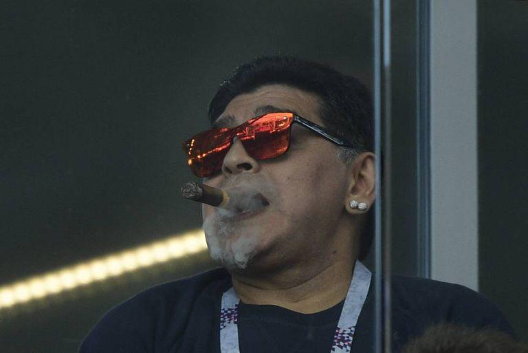Maradona, no campo do Spartak durante Argentina x Islândia.