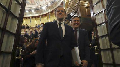Mariano Rajoy ao sair do salão do Congresso após ser escolhido como primeiro-ministro.