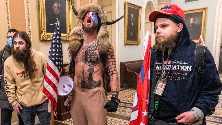 Alguns dos simpatizantes de Donald Trump no ataque ao Capitólio dos Estados Unidos na quarta-feira.