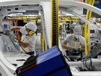 Fiat Chrysler Automobiles assembly workers build a 2020 Argo model, amid the spread of the coronavirus disease (COVID-19), at the Assembly Plant in Betim near Belo Horizonte, Brazil, May 20, 2020. REUTERS/Washington Alves