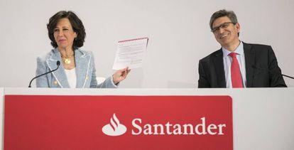 Ana Botim, presidenta do Banco Santander e José Antonio Álvarez, conselheiro delegado, durante a apresentação de resultados de 2017 na sede da entidade em Boadilla do Monte.