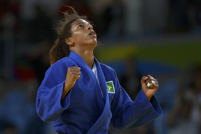 A judoca Rafaela Silva, ao ganhar o ouro, nesta segunda.
