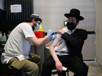 Vacinação em Jerusalém em 30 de agosto.