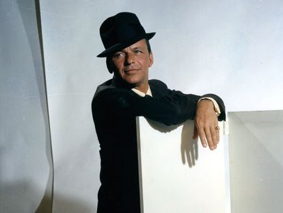 Frank Sinatra, em um retrato publicitário para o filme 'Can-Can' em 1960.