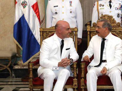 O presidente dominicano Danilo Medina (esquerda).