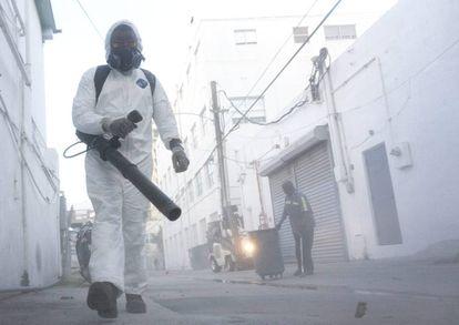 Fumigação em Miami Beach, Flórida, para controlar os mosquitos.