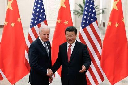 O presidente dos Estados Unidos, Joe Biden, junto ao presidente chinês, Xi Jinping, num foto de 2013