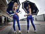 Duas 'grid girls', no Grande Prêmio de San Marino de Motociclismo.