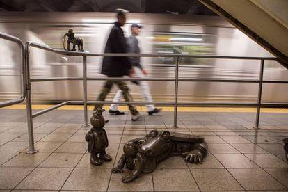 Esculturas de Tom Otterness na estação de metrô da rua 14 com a Oitava Avenida, em Nova York.