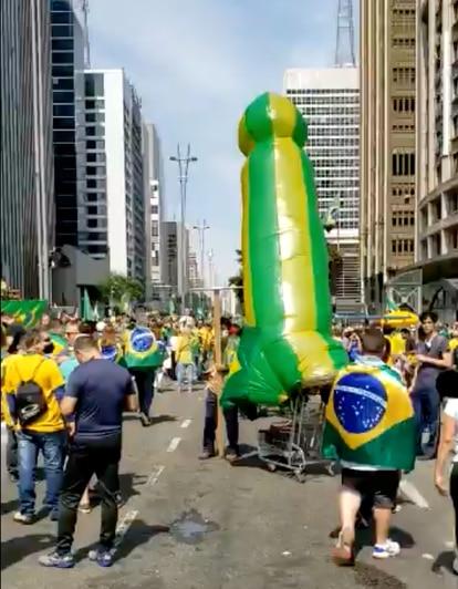 O objeto inflado durante as manifestações do 7 de Setembro.