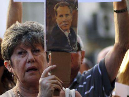 Argentinos protestam pela morte do promotor.