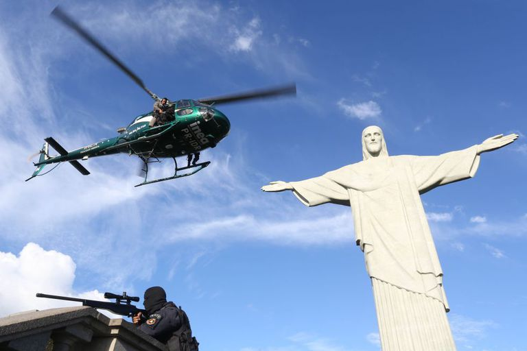 Polícia realiza treinamento para as Olimpíadas no Rio.
