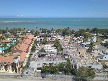 Vista aérea das ruínas de um hotel em Porto Seguro (Bahia) dado pelo doleiro Alberto Youssef como garantia de empréstimo feito pelo Banco Safra.