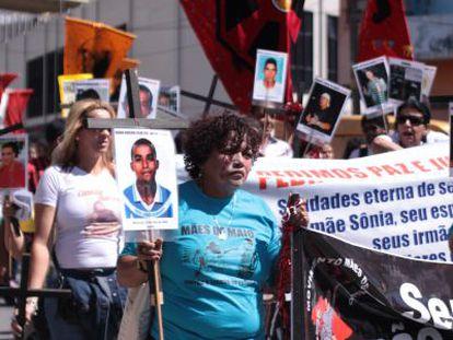 Débora da Silva, à esquerda, em protesto em São Paulo.