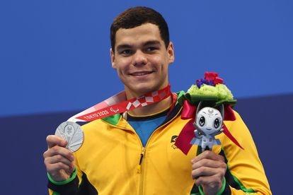 Gabriel Bandeira celebra a prata conquistada nesta sexta-feira, após estrear com ouro nos Jogos Olímpicos de Tóquio.